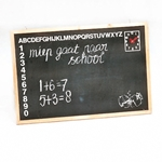 Bild von Schoolbord met alfabet, cijfers en leerklok